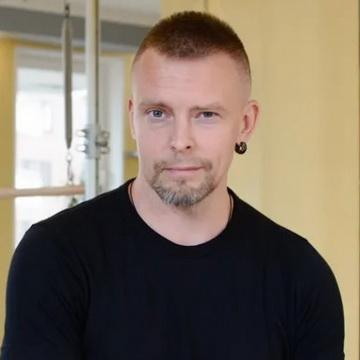 Денис Березовский - тренер студии пилатеса Александры Кибзий
