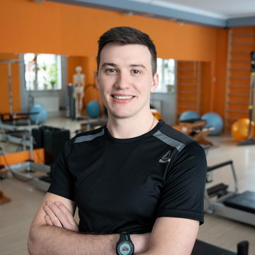 Владислав Кутыркин - тренер студии пилатеса Александры Кибзий