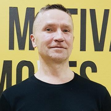 Павел Остапенко - тренер студии пилатеса Александры Кибзий