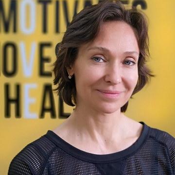 Полина Сергиенкова - тренер студии пилатеса Александры Кибзий